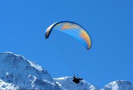 צניחה עם מצנח רחיפה טנדם, צניחה חופשית מפסגות הרים